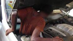 La policía española descubre migrantes escondidos en un automóvil