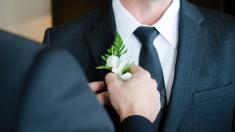 ¿Qué debe hacer el padre del novio en la boda?