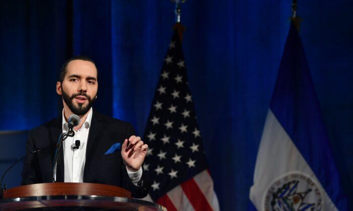 El presidente de El Salvador, Nayib Bukele, habla en una conferencia sobre el Pronóstico 2019 para América Latina y el Caribe en Washington, el 1 de octubre de 2019. (Nicholas Kamm/AFP/Getty Images)