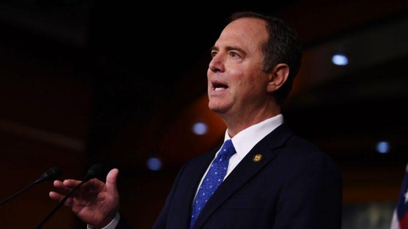 El presidente de la Cámara de Inteligencia, Adam Schiff (D-Calif.) realiza una conferencia de prensa en Washington el 3 de diciembre de 2019. (Brendan Smialowski/AFP a través de Getty Images)