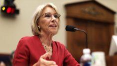 Secretaria de Educación de EE.UU. defiende el plan de alivio a la deuda