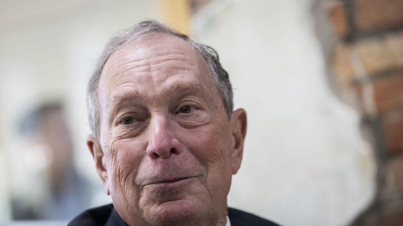 El exalcalde de Nueva York, Michael Bloomberg, en una cafetería en Norfolk, Virginia, el 25 de noviembre de 2019. (Drew Angerer/Getty Images)