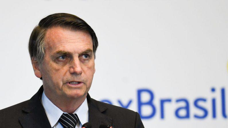 El Presidente de Brasil, Jair Bolsonaro, pronuncia un discurso durante el Seminario Empresarial Brasil-China en Beijing el 25 de octubre de 2019. (Créditos Madoka Ikegami-Pool vía Getty Images)