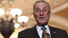 Schumer quiere que Mulvaney y Bolton testifiquen si se lleva a cabo el impeachment en el Senado