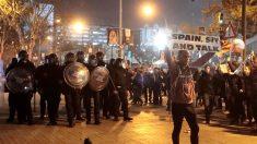 Confronto deixa 12 feridos após tentativa de invasão ao estádio do Barcelona