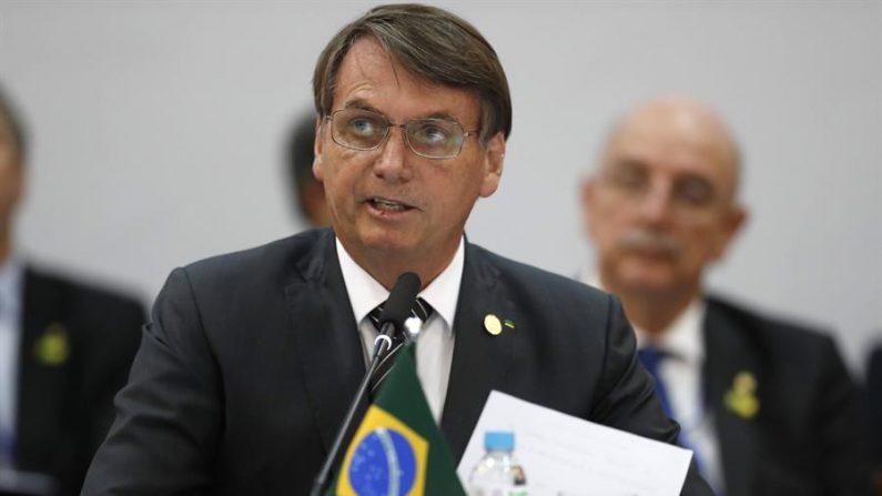 El presidente de Brasil, Jair Bolsonaro, habla durante la Cumbre Mercosur este jueves, en el Vale dos Viñedos en Bento Gonçalves al sur de Brasil. (EFE/Marcelo Sayão)
