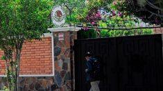 Cuatro encapuchados que intentaron ingresar a la embajada de México en Bolivia se dieron a la fuga