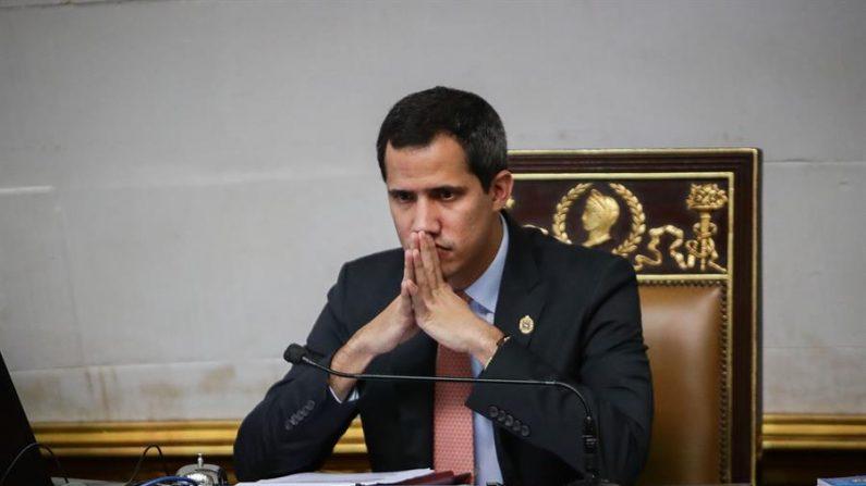 El presidente del Parlamento venezolano, Juan Guaidó, participa en una sesión en el Palacio Legislativo Federal de Caracas (Venezuela).  (EFE / Rayner Peña)