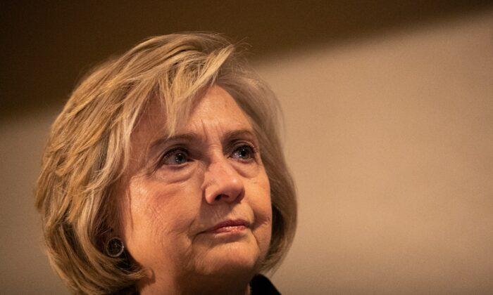 Hillary Clinton habla en la cena anual de premios de derechos humanos del Comité Judío del Trabajo en la ciudad de Nueva York el 9 de diciembre de 2019. (Jeenah Moon / Getty Images)