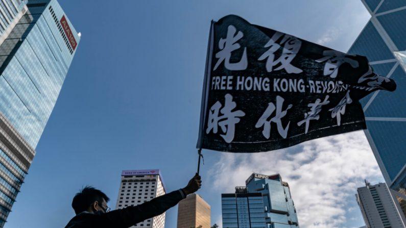 Profesionales del sector publicitario participan en una manifestación para iniciar una huelga de cinco días en Hong Kong, el 2 de diciembre de 2019. (Anthony Kwan/Getty Images)