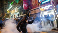 Manifestantes são detidos durante protesto em centro comercial de Hong Kong