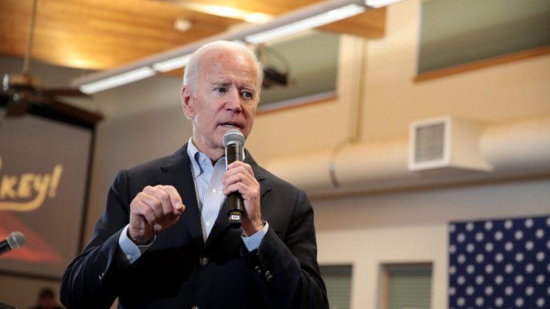 El candidato a la presidencia demócrata, Joe Biden, habla en la campaña electoral en Algona, Iowa, el 2 de diciembre de 2019. (Scott Olson/Getty Images)