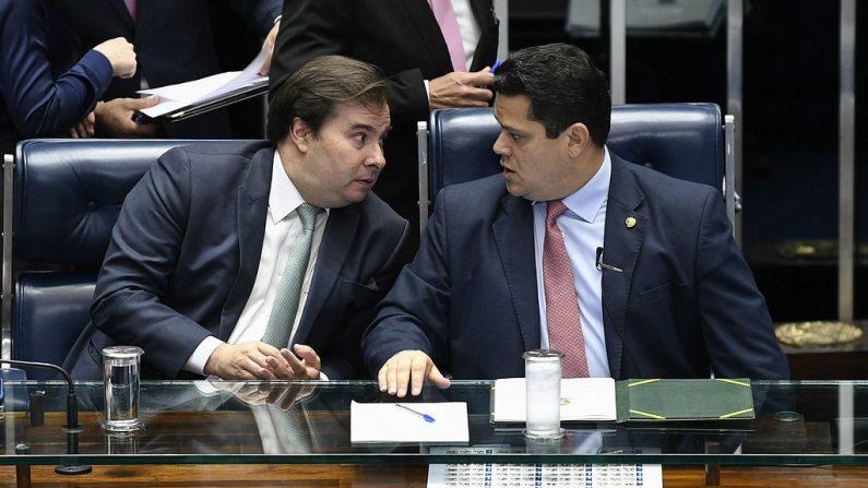 Mesa: presidente da Câmara dos Deputados, deputado Rodrigo Maia (DEM-RJ); presidente do Senado Federal, senador Davi Alcolumbre (DEM-AP) (Foto: Pedro França/Agência Senado)