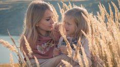 """Cómo librar a nuestros hijos de cargar con nuestros propios """"asuntos"""" emocionales"""