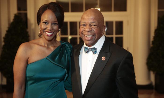 Elijah Cummings y Maya Rockeymoore Cummings en la Casa Blanca en Washington, el 11 de febrero de 2014. (Andrew Harrer-Pool/Getty Images)