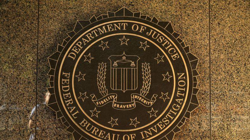 Selo do Federal Bureau of Investigation pendurado na parte externa do edifício Edgar J. Hoover em 9 de maio de 2017 em Washington, DC. (Chip Somodevilla / Getty Images)