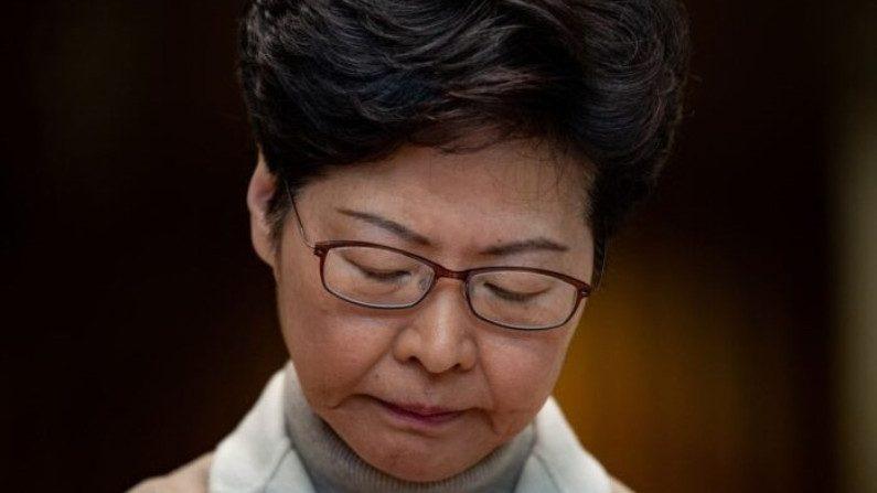 Líder de Hong Kong, Carrie Lam, fala em uma coletiva de imprensa em Hong Kong em 10 de dezembro de 2019 (Philip Fong / AFP via Getty Images)