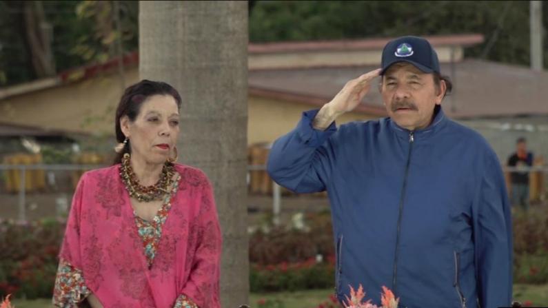 Líder da Nicarágua, Daniel Ortega, juntamente com sua esposa, a primeira dama Rosario Murillo, em uma imagem de arquivo (Daliana Ocaña / VOA)