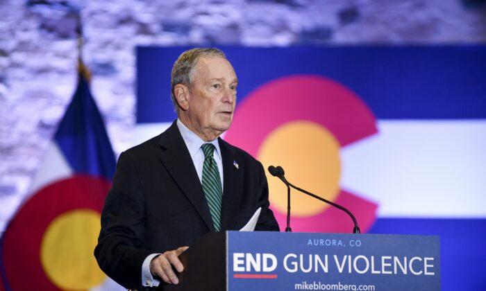 El candidato presidencial demócrata, el exalcalde de la ciudad de Nueva York Michael Bloomberg, habla durante un evento para presentar su agenda de políticas de seguridad de armas en el Heritage Christian Center en Aurora, Colorado, el 5 de diciembre de 2019. (Michael Ciaglo/Getty Images)