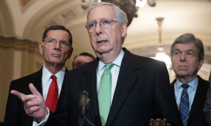 El líder de la mayoría del Senado Mitch McConnell (R-Ky.) en una conferencia de prensa en Washington el 17 de diciembre de 2019. (Saul Loeb/AFP vía Getty Images)