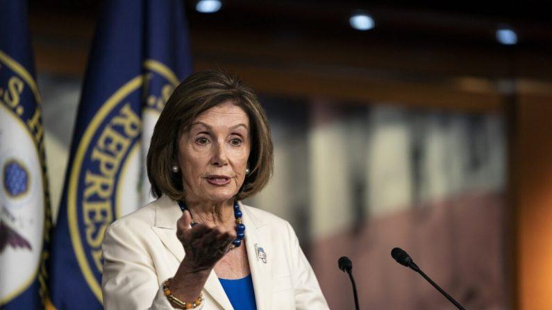 La presidenta de la Cámara de Representantes, Nancy Pelosi (D-Calif.), habla a los medios durante su conferencia de prensa semanal en el Capitolio de los Estados Unidos en Washington el 21 de noviembre de 2019. (Alex Edelman / Getty Images)