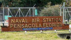 La Armada de Estados Unidos otorga póstumamente Alas de Oro a las víctimas del tiroteo en Pensacola