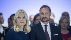 La Princesa Heredera de Noruega se disculpa por reunirse con el delincuente sexual Jeffrey Epstein