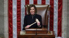 Demócratas de la Cámara empiezan a aplaudir después del voto del impeachment