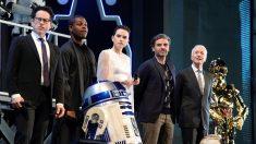 """Abrams e atores de """"Star Wars"""" falam sobre fim da saga antes de nova estreia"""