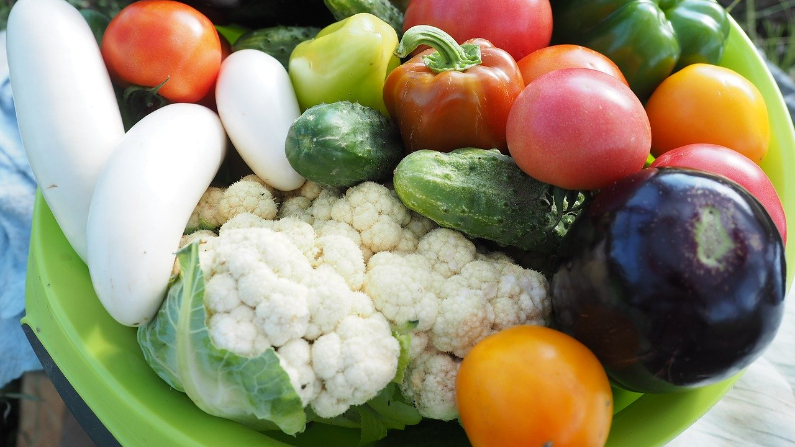 Un poco de vapor puede resaltar el sabor y los nutrientes de muchas verduras. Sin embargo, freír puede agotar los nutrientes. (Tyca / Pixabay)
