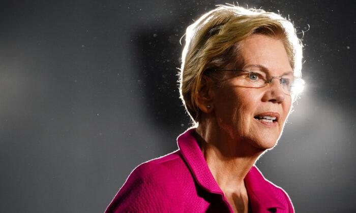 La candidata presidencial demócrata, la senadora Elizabeth Warren (D-MA), habla en un evento de campaña el 21 de noviembre de 2019 en Atlanta, Georgia. Warren habló sobre los derechos de los trabajadores, la lucha contra la represión de los votantes y los logros de las activistas negras. (Elijah Nouvelage/Getty Images)