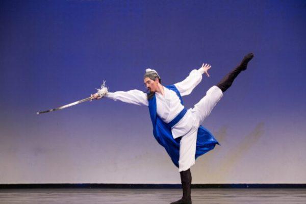 Monty Mou, primer bailarín de Shen Yun, habla sobre el poder expresivo de la danza clásica china