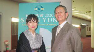Director de escuela secundaria japonesa y su esposa perciben a seres divinos en actuación de Shen Yun