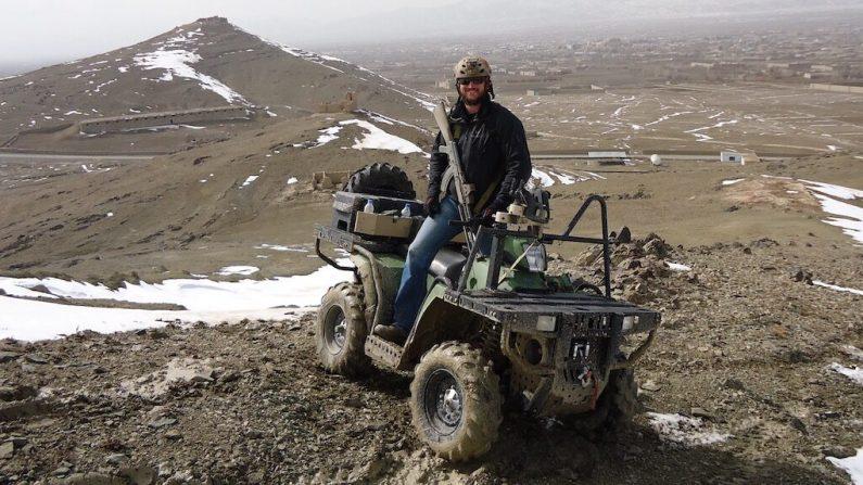 Adam Gonzales trabajando en Afganistán en 2012. (Cortesía de Silent Professionals)