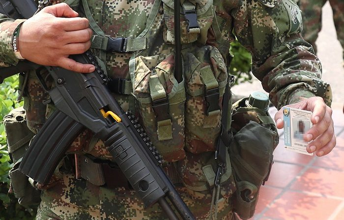 Centenares de militares venezolanos desertaron al régimen de dictadura de Nicolás Maduro y escaparon a los países vecinos en 2019. (EFE/Ernesto Guzmán Jr)