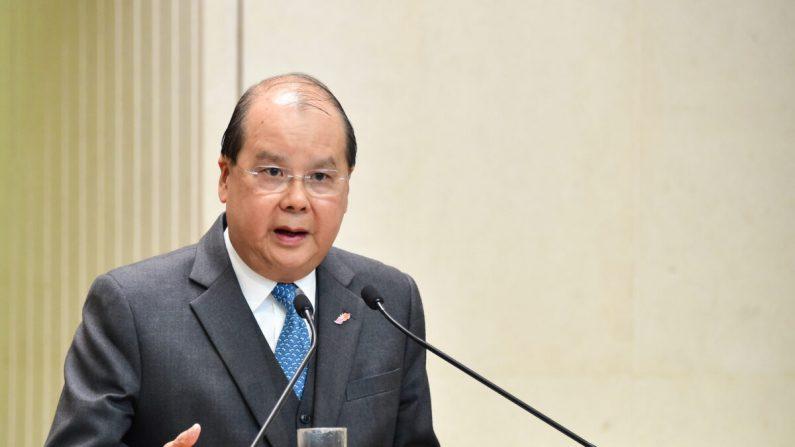 El secretario principal de administración de Hong Kong, Matthew Cheung, habla en una conferencia de prensa en Hong Kong el 21 de enero de 2020. (Bill Cox / The Epoch Times)