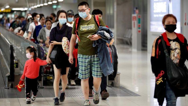 """Este viernes 24 de enero de 2020, Singapur y Tailandia confirman nuevos casos de """"coronavirus de Wuhan"""". EFE/EPA/RUNGROJ YONGRIT"""