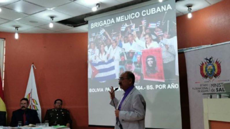 """Ministro de salud de Bolivia Aníbal Cruz dijo que estos supuestos médicos tenían """"fines que eran más de adoctrinamiento (..) utilizando bienes y un presupuesto… excesivo"""". Foto: Yuvinca  Gonzalvez Avilés/VOA"""