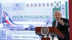 López Obrador muestra diseño de billete para sorteo de avión presidencial