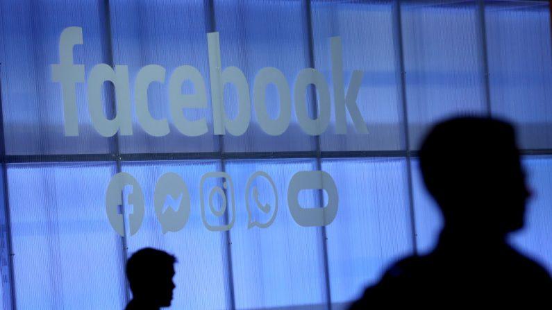 El logo de Facebook se presenta durante la conferencia de desarrolladores de Facebook de F8 el 30 de abril de 2019 en San José, California. (Justin Sullivan/Getty Images)