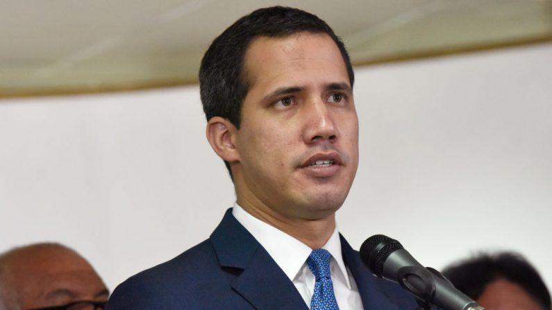 El líder de la oposición y reelegido presidente de la Asamblea Nacional, Juan Guaido, hace una pausa durante una conferencia de prensa en Torre Zurich el 6 de enero de 2020 en Caracas, Venezuela. (Carolina Cabral / Getty Images)