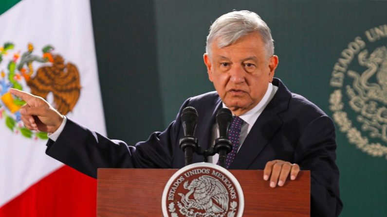 El presidente mexicano Andrés Manuel López Obrador habla durante su conferencia de prensa matutina diaria en Ciudad Juárez, estado de Chihuahua, México, el 10 de enero de 2020. (HERIKA MARTÍNEZ / AFP)
