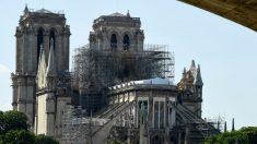 """El techo de la Catedral de Notre Dame """"todavía no se ha salvado"""" y podría colapsar"""
