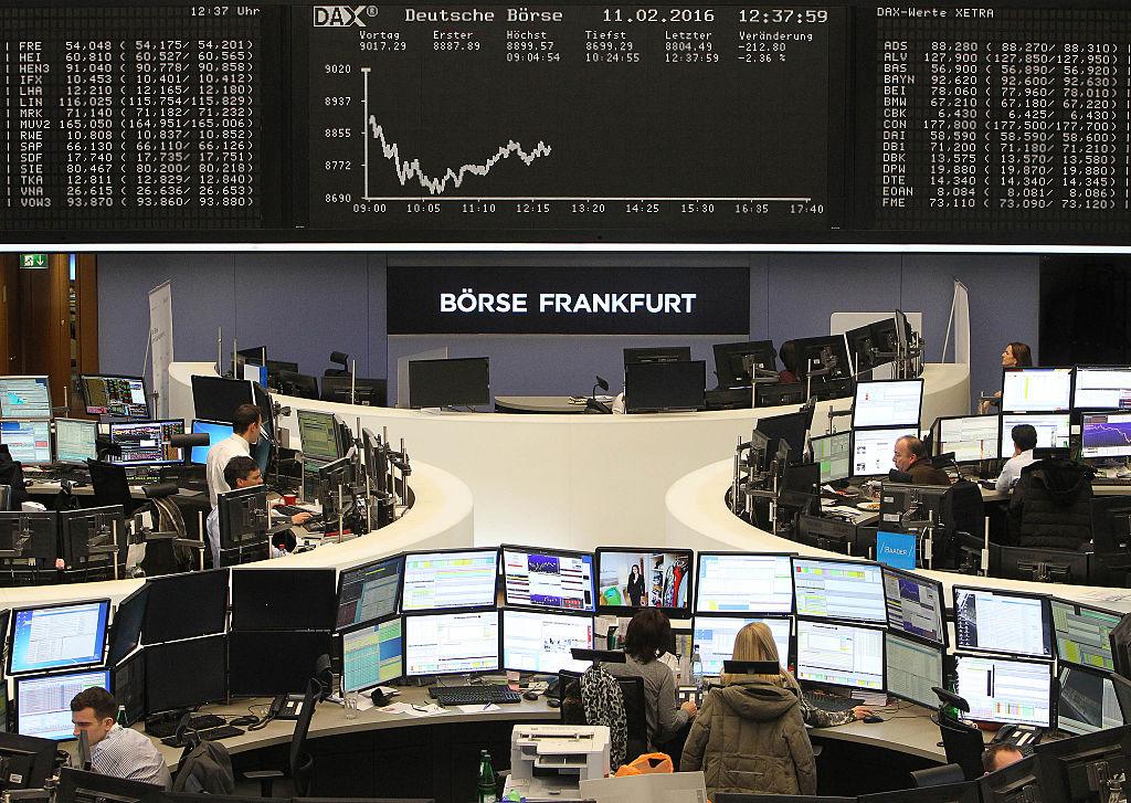 Suben acciones europeas y futuros de Wall Street apuntan a ganancias tras elecciones alemanas