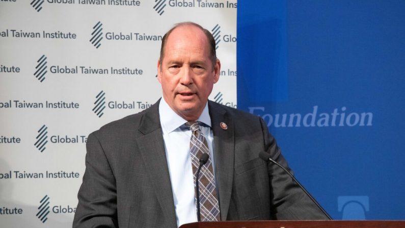 El congresista Ted Yoho habla en un evento de evaluación de los resultados de las elecciones de Taiwán en la Fundación Heritage en Washington el 13 de enero de 2020. (Lynn Lin/Epoch Times)