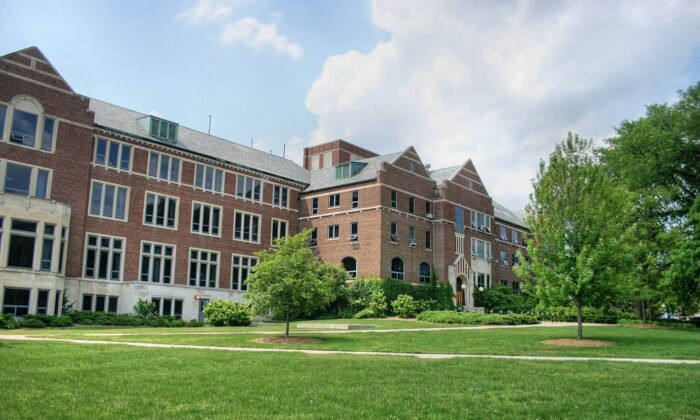 El Edificio de la MSU Union en el campus de la Universidad Estatal de Michigan en East Lansing, Michigan, el 28 de mayo de 2006. (Jeffness/CC BY-SA 2.5)