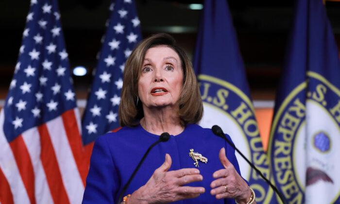 La Presidenta de la Cámara de Representantes, Nancy Pelosi (D-Calif.), en una conferencia de prensa en el Capitolio de Washington el 9 de enero de 2020. (Charlotte Cuthbertson/The Epoch Times)