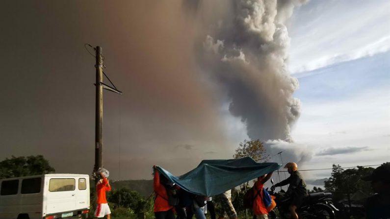 EInicioa de la erupción del volcán Taal en Filipinas el 12 de enero de 2020 (EFE/EPA/FRANCIS R. MALASIG)