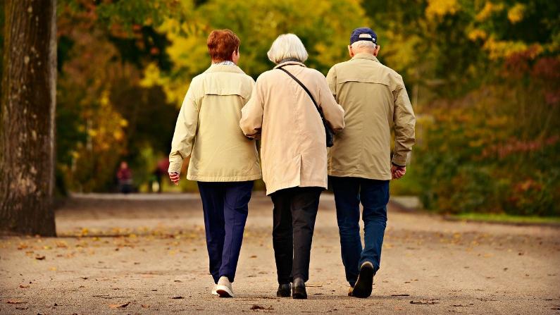 En la etapa final del viaje con sus padres, intente poner la angustia a un lado para que este tiempo sea significativo para usted y ellos. (MabelAmber/Pixabay)