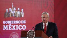 """López Obrador acusa a """"dirigentes"""" de formar caravanas migrantes con engaños"""